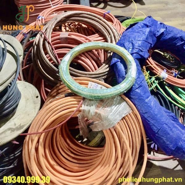 Dây điện cũ là một loại phế liệu được Hùng Phát thu mua với giá trị cao