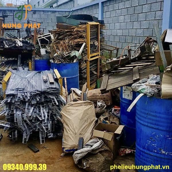 Thu mua phế liệu sắt vụn giá cao Hùng Phát